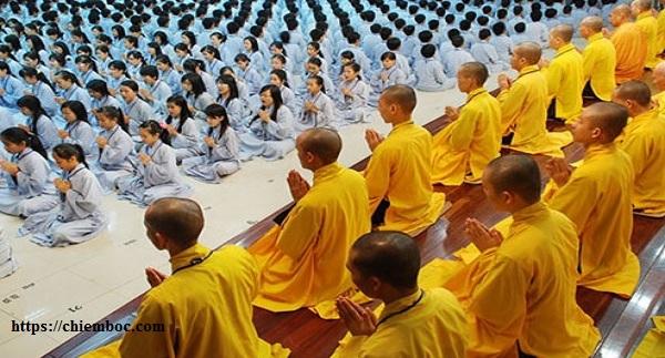 Tụng kinh niệm Phật thành tâm, nhớ kĩ 12 điều căn cốt
