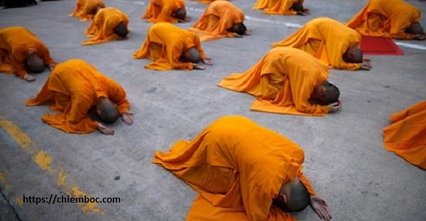 Hướng dẫn cách lạy trong thờ cúng chuẩn mực mà ai cũng nên biết để không phạm bất kính